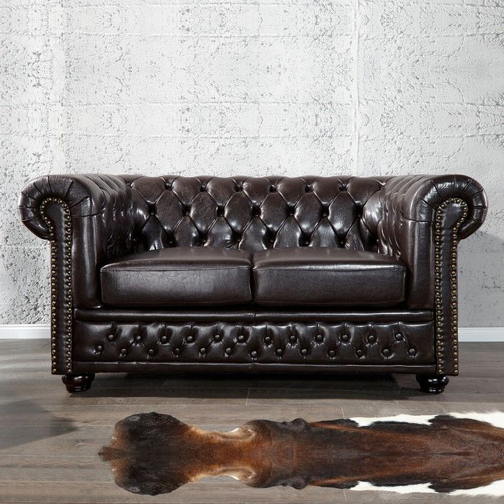 edle chesterfield 2er sofa winchester dunkelbraun kunstleder chaiselounge ebay. Black Bedroom Furniture Sets. Home Design Ideas