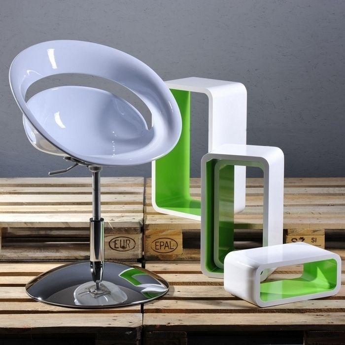 pin kleiner tisch mit 2 st hlen handgemachte und von hand. Black Bedroom Furniture Sets. Home Design Ideas